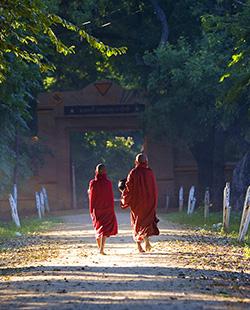 birmania vacaciones monks