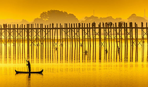 Por-do-sol-na-ponte-de-U-Bein--Mianmar