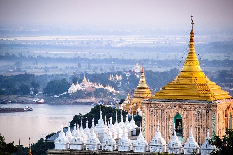 Pagodas-en-Stup-Myanmar-Vacaciones